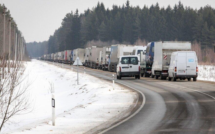 Перевозчики просят о помощи – стоят в очередях по 22 часа