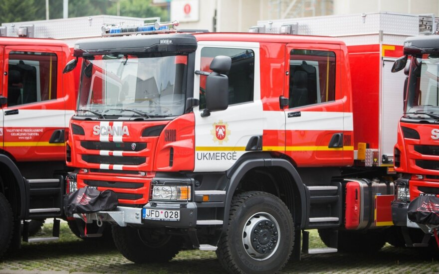 Несчастье в Клайпедском районе: под прессом погибли двое мужчин