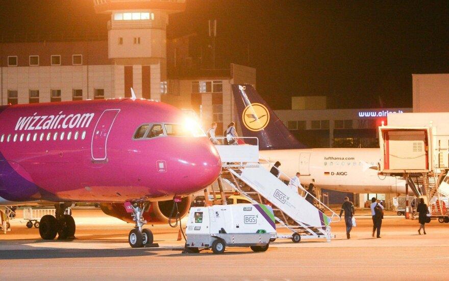 Летевший на родину эмигрант вызвал панику в самолете