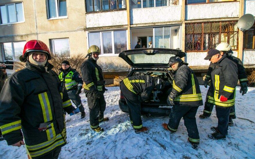 Очевидец снял на видео операцию по спасению водителя VW Passat
