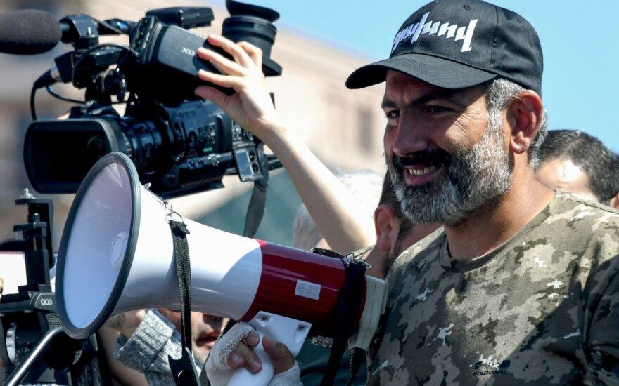 Лидер протестов в Армении провел переговоры с президентом