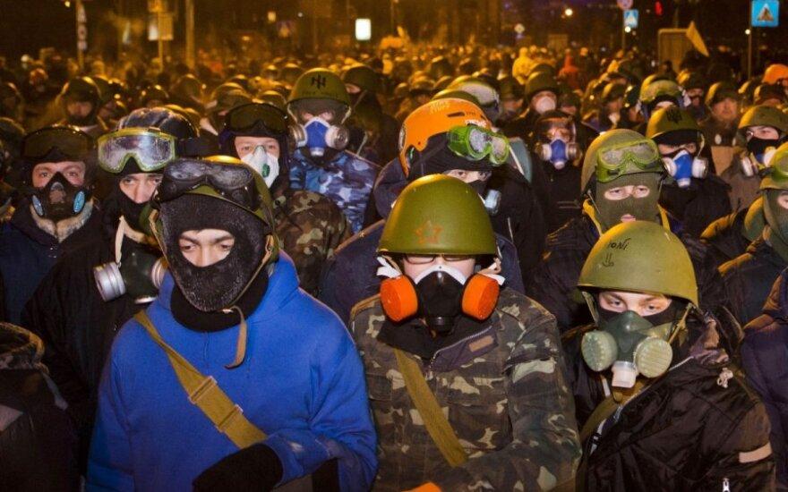 Янукович предлагает переформатировать кабмин, Майдан - отставку президента
