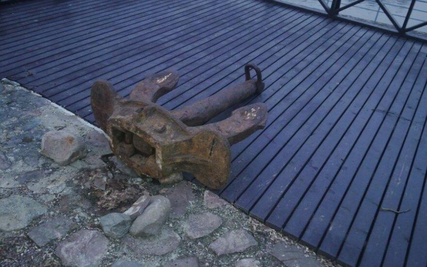 В Друскининкай огромный якорь упал на ребенка