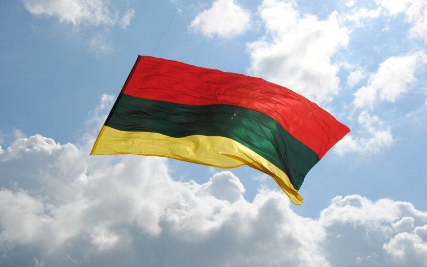 Milžiniška Lietuvos vėliava virš Vilniaus
