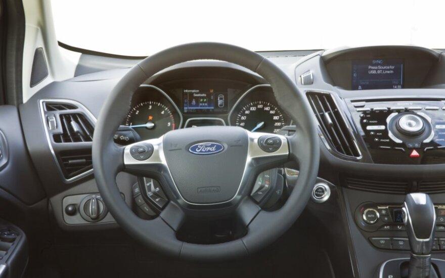 Ford 2002-2004 могут непроизвольно ускоряться
