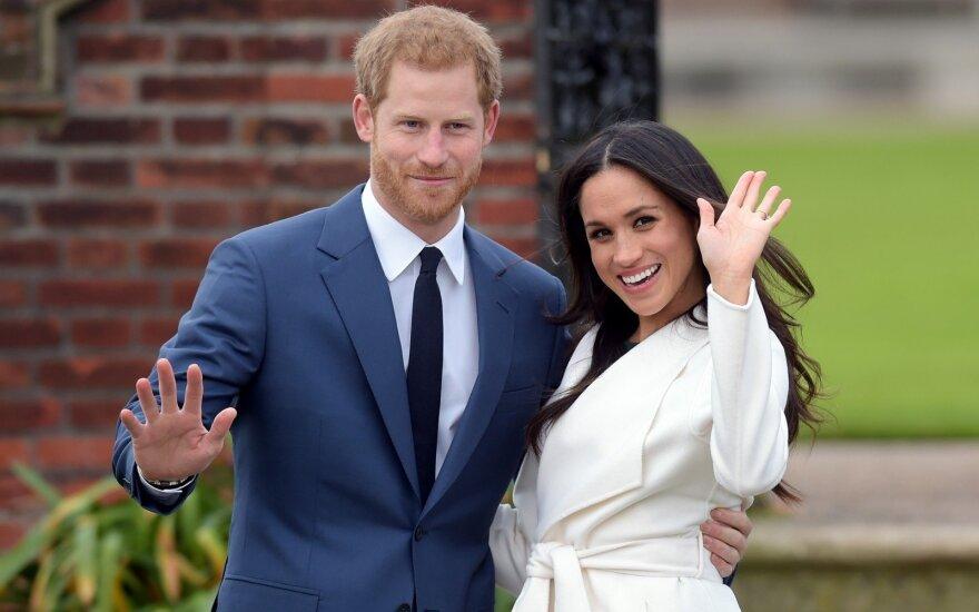 ФОТО: Невеста принца Гарри показала помолвочное кольцо