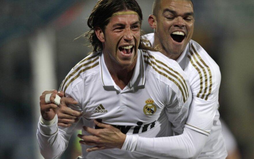 """Sergio Ramosas ir Pepe (""""Real"""")"""