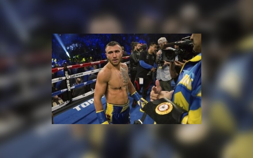 ВИДЕО: Ломаченко нокаутировал венесуэльца и завоевал титул WBA в легком весе