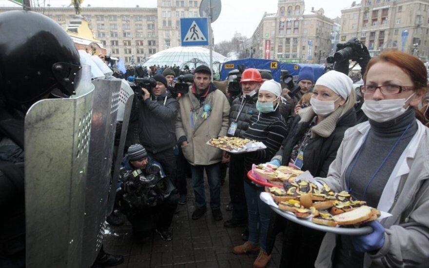 Kliczko wzywa Ukraińców na Majdan. Janukowycz opozycję do okrągłego stołu