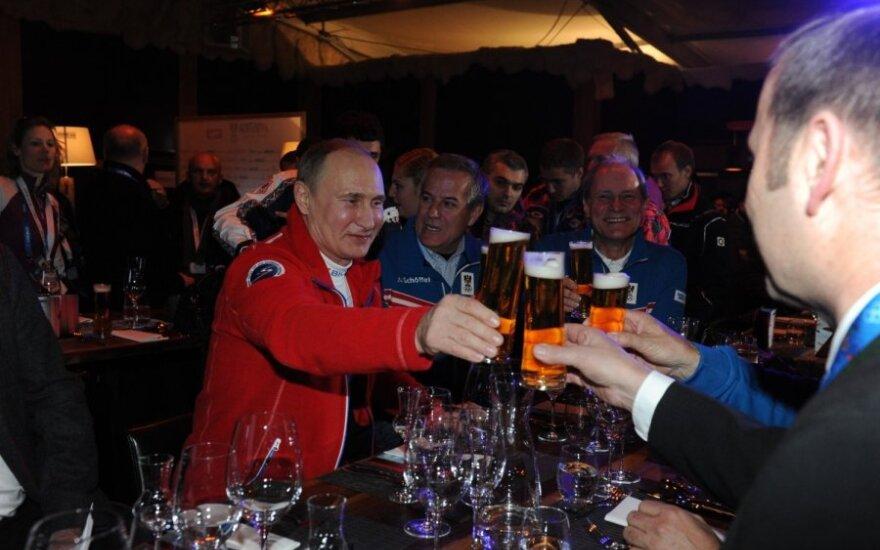 """Путин выпил пива с королем Нидерландов, похвастав """"золотом"""" фигуристов"""