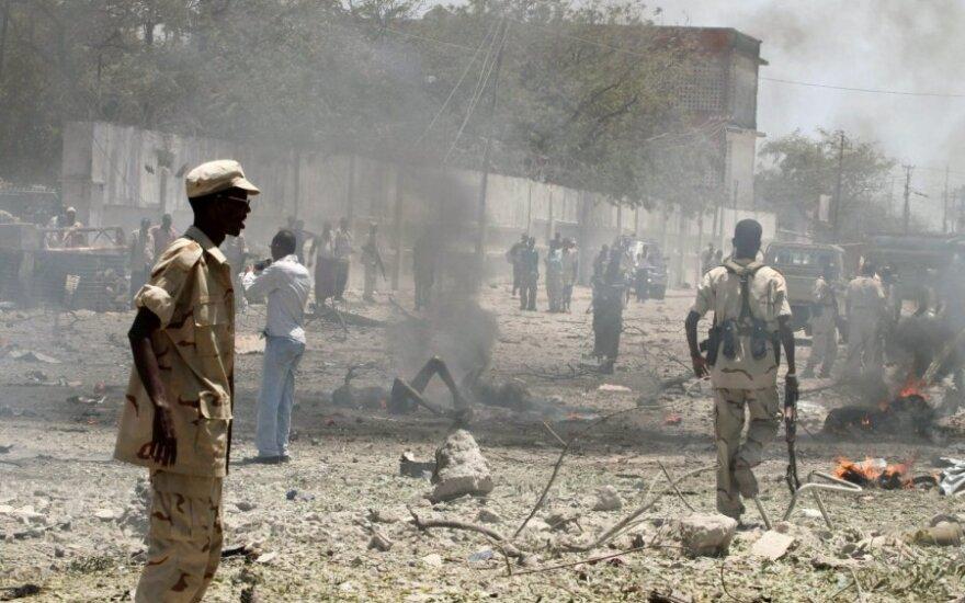 Somalio sostinėje per sprogimą žuvo mažiausiai 65 žmonės