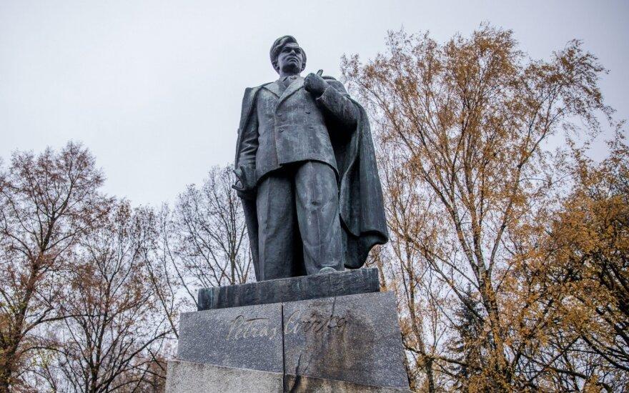 Сносить ли памятник Пятрасу Цвирке? У жителей Вильнюса категоричное мнение
