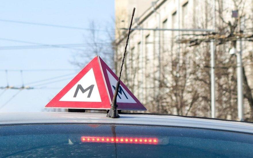 Масюлис: заставлять людей дополнительно платить за курсы вождения – грабеж