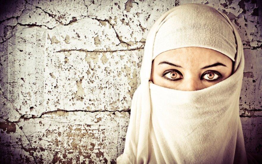 Парламент Австрии одобрил запрет хиджаба в начальной школе