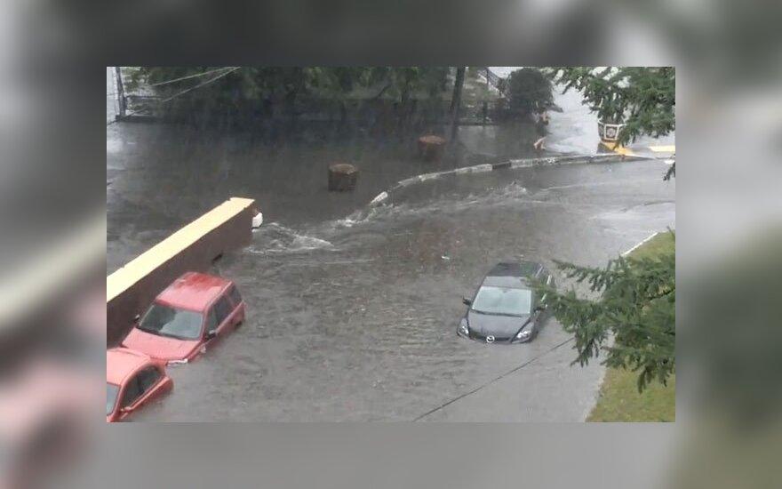 Буря в Москве: улицы затоплены, есть жертвы