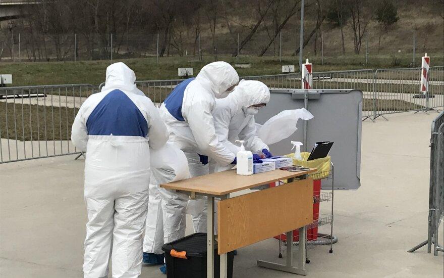 Kaune veikiantis mobilus koronavirusinės infekcijos mėginių ėmimo punktas.