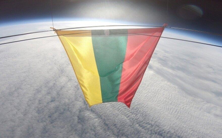 Литовский триколор в космосе