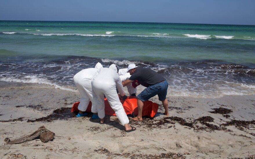 Prie Libijos skendusio pabėgėlių laivo aukų skaičius išaugo iki 111