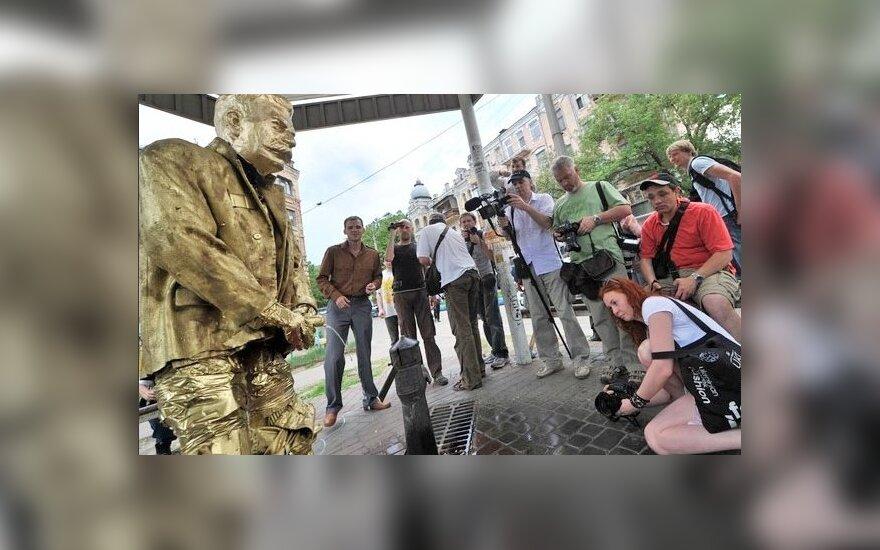 Ukraina: Rzeźby sikającego Stalina
