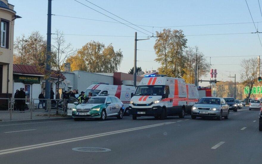 В Каунасе столкнулись три автомобиля, виновник ДТП скончался