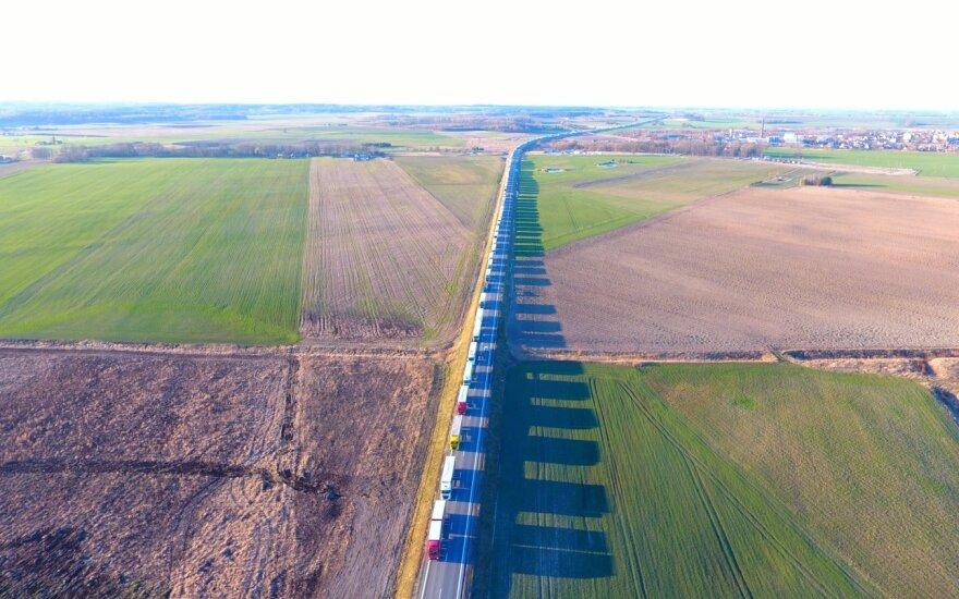 Выросли очереди тягачей на границе с Беларусью, закрыты еще 9 постов