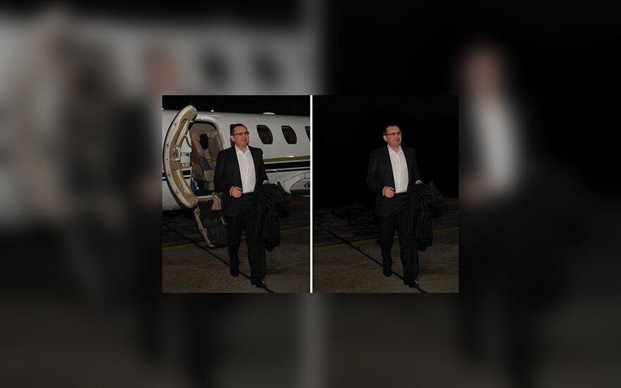 С официальной фотографии главы Минсельхоза России стерли самолет