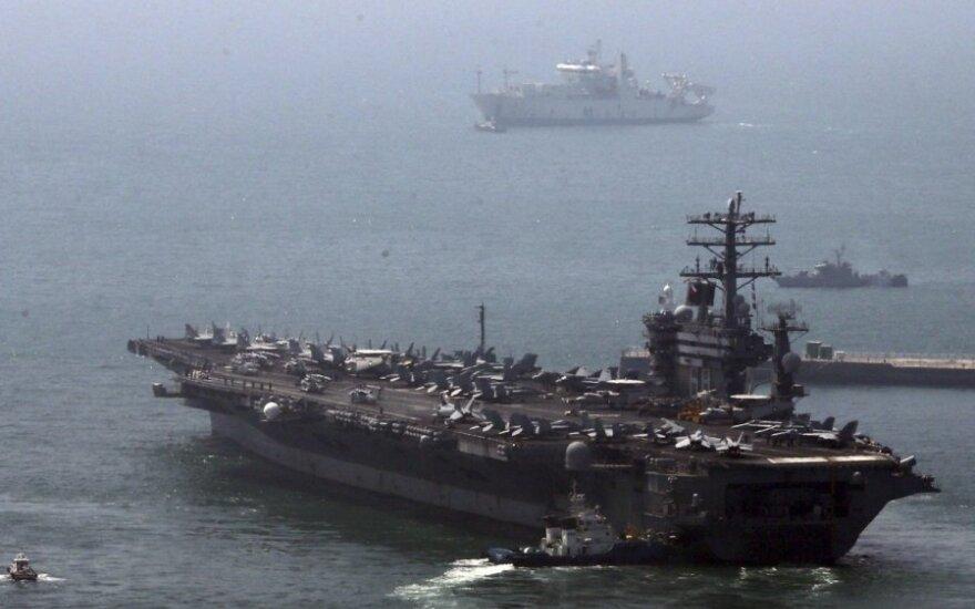 Военные корабли США и Китая едва не столкнулись