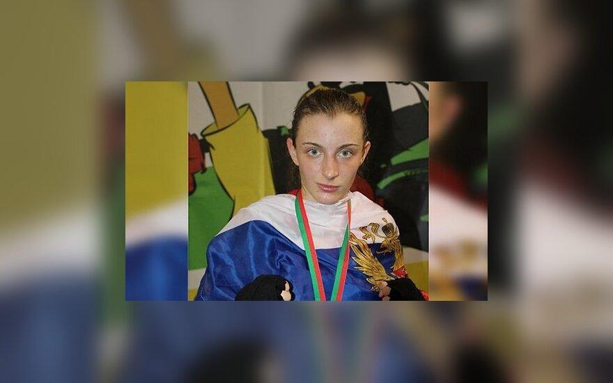 Чемпионка мира по тайскому боксу в центре города открыла стрельбу