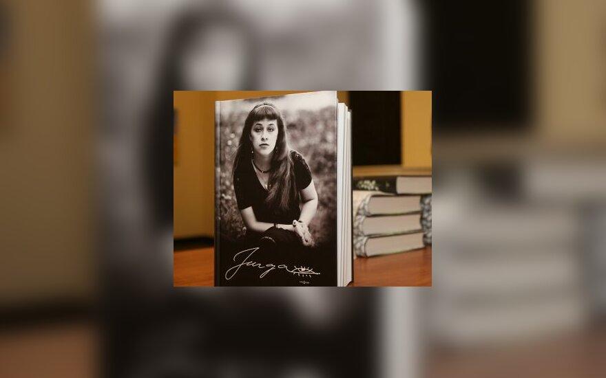 О писательнице Ю.Иванаускайте напомнят книга, фильм, премия и скульптура