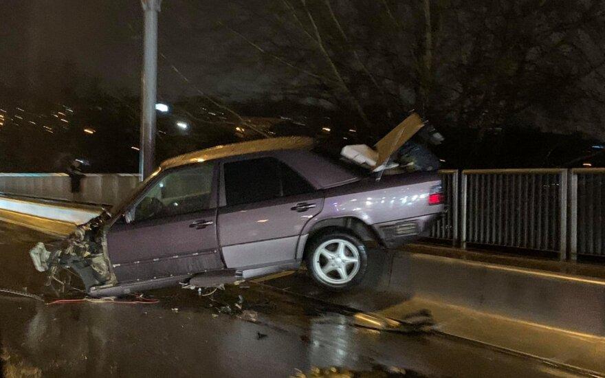 В Вильнюсе в результате ДТП Mercedes Benz развалился на части
