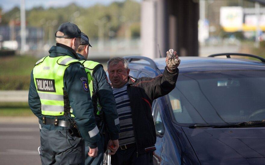 В Вильнюсе столкнулись грузовик и легковушка: пострадала женщина