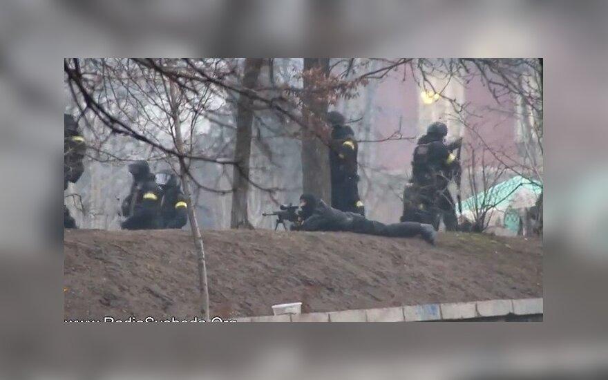 Порошенко: cнайперами на Майдане командовал помощник Путина Сурков