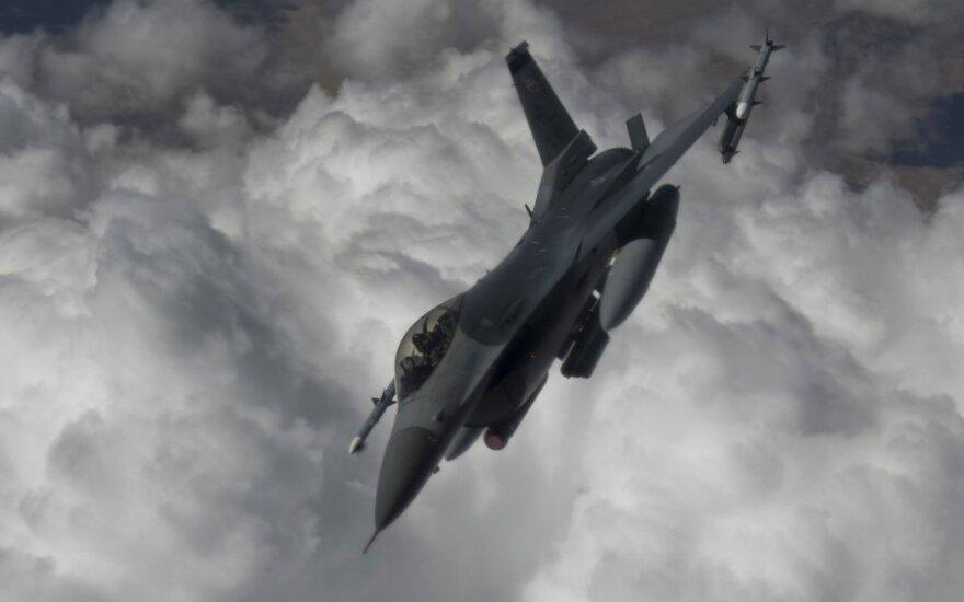 "JAV naikintuvas ""F-16 Falcon"""