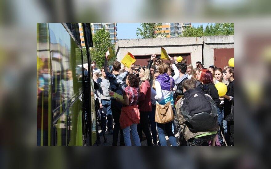 Studentai siekė rekordo – bandė maksimaliai užpildyti autobusą