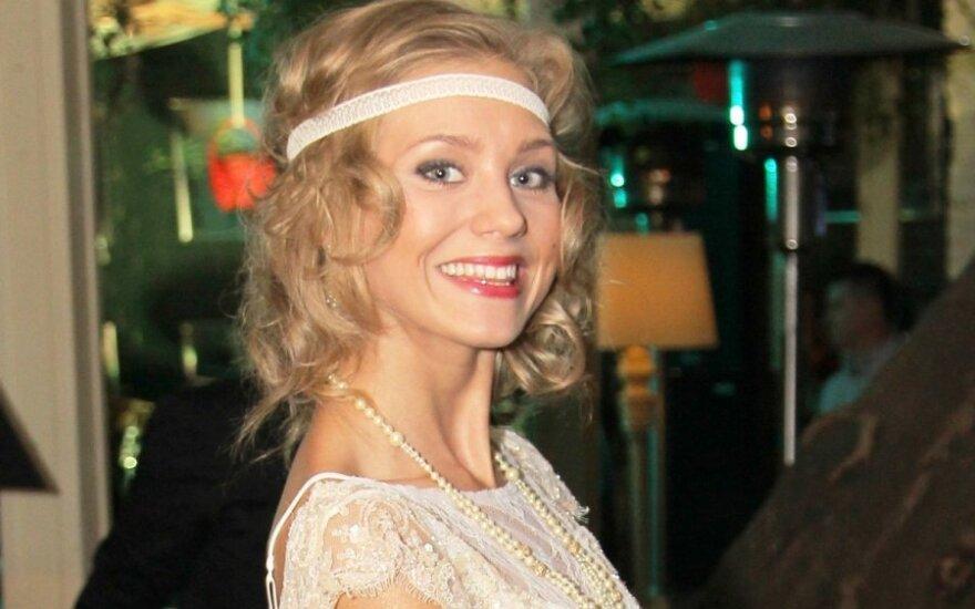 Кристина Асмус потребовала компенсацию за фото на могильной плите