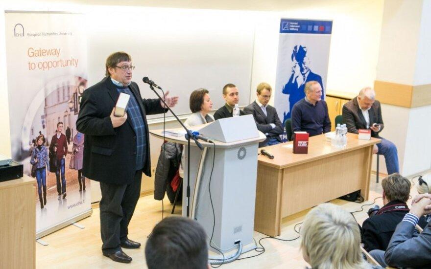 Мать политзека: в Беларуси посадить могут любого человека