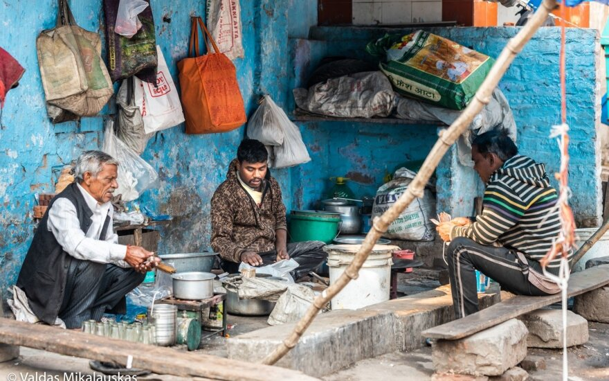 В Индии около 200 человек госпитализированы из-за отравления алкоголем