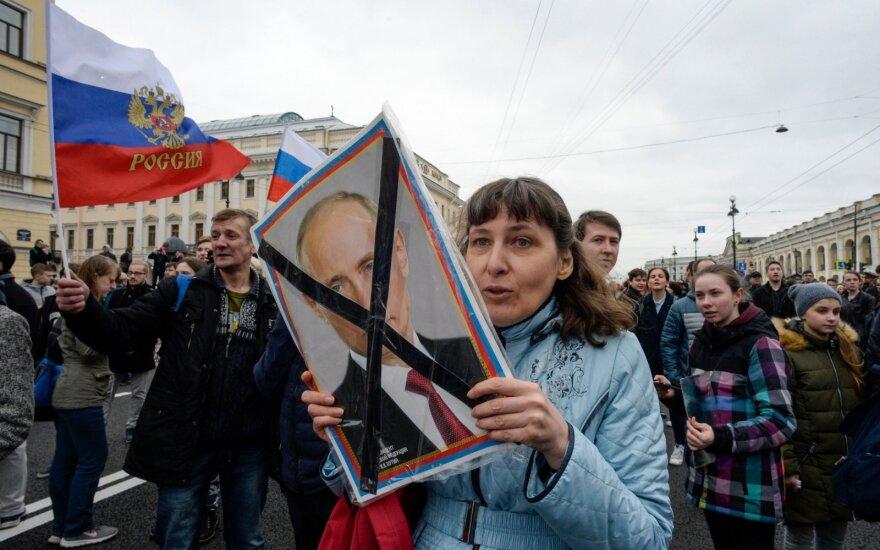 """Медведев признал дефицит доверия к """"Единой России"""" и пообещал """"обновления"""""""