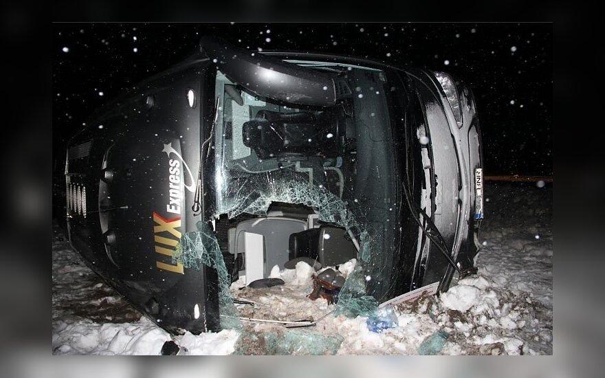 В Эстонии в аварию попал автобус Рига — Санкт-Петербург: пострадали 13 человек