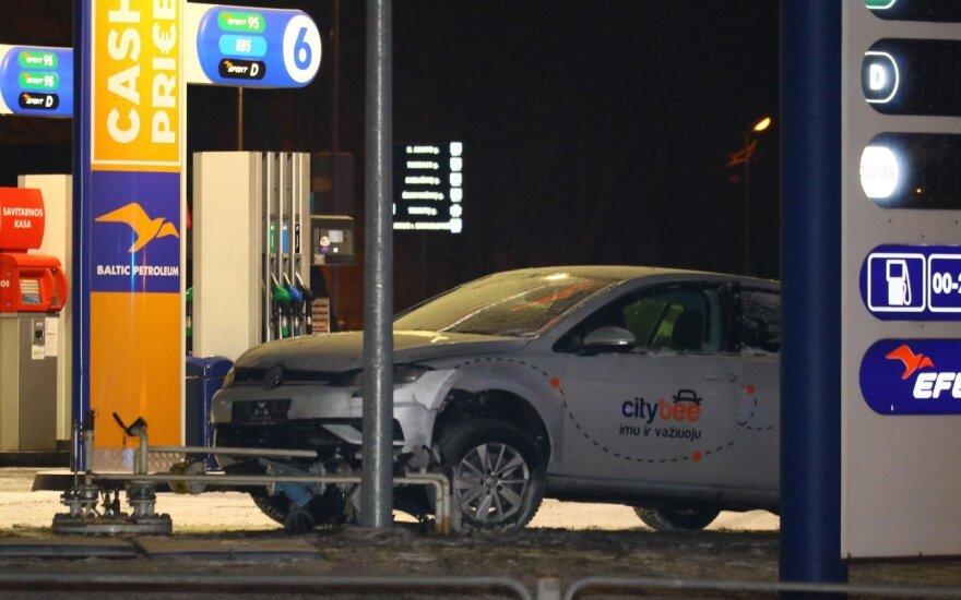 Автомобиль компании CityBee совершил ДТП на АЗС в столице