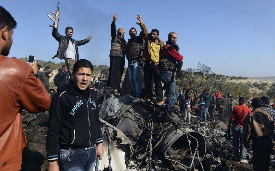 Sirijos sukilėliai numušė naikintuvą