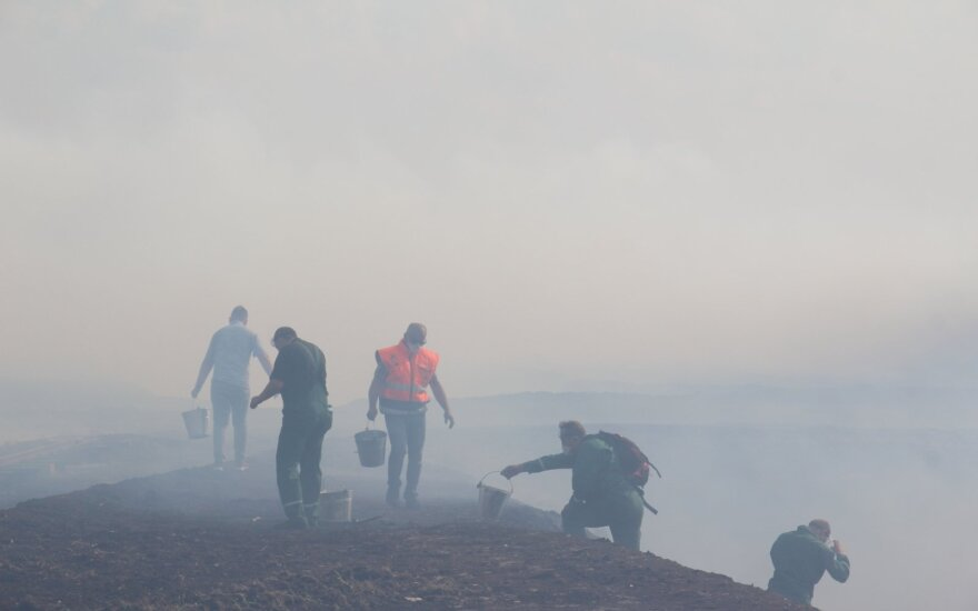 Пожар на торфянике: ситуацию удалось обуздать, но радоваться еще рано
