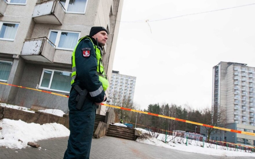 На Саулетеке из здания студенческого общежития выпал и разбился 20-летний молодой человек