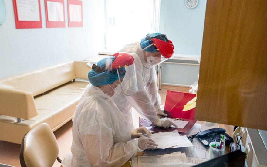 Подтвержденные случаи коронавируса: Литва - 1593, Латвия - 1025, Эстония - 1800