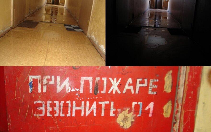Жительница Литвы в ужасе от условий жизни в общежитии: за окном - свобода, а у нас - советские надписи