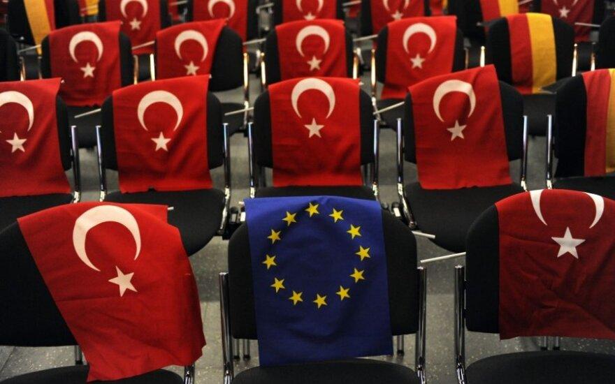 Европарламент хочет приостановить переговоры с Анкарой о вступлении в ЕС