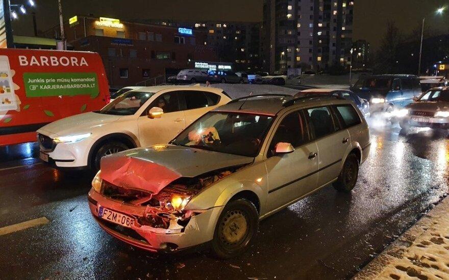 Около столичного ТЦ Akropolis покатался пьяный строитель: врезался в автомобиль Audi