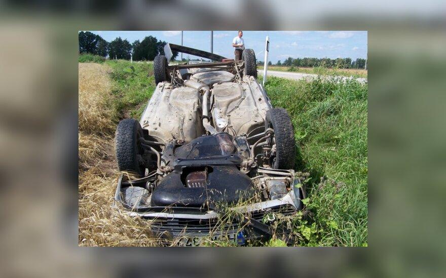 Мертвецки пьяный водитель съехал с дороги и перевернулся