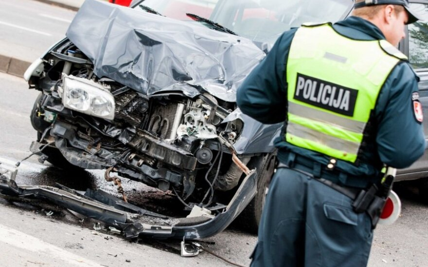 В Вильнюсе столкнулись Mercedes и Hunday, пострадала женщина
