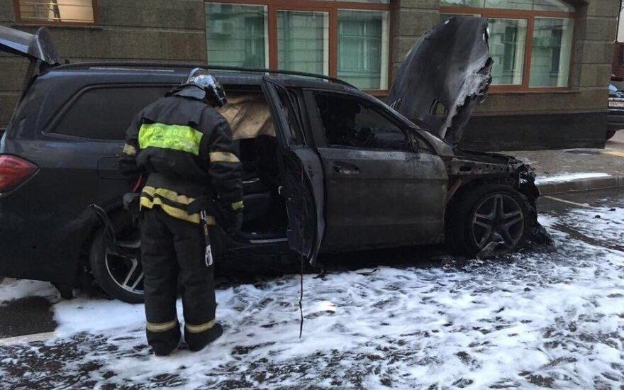 """""""За Матильду гореть"""": у офиса адвоката Учителя подожгли две машины"""